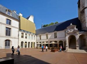 Cour du Palais des Ducs